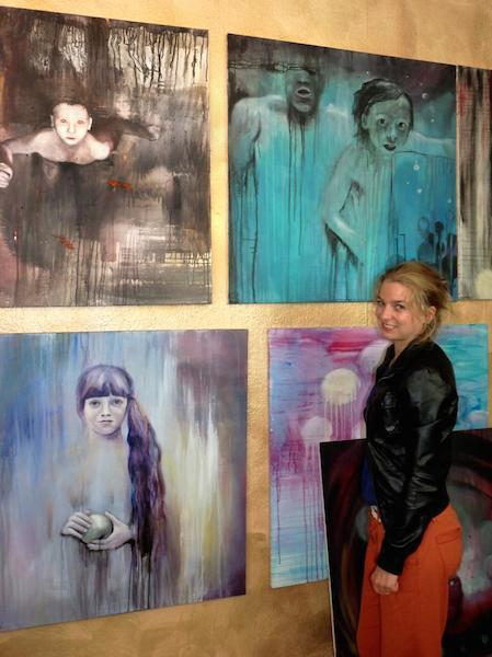 Anne Kammermeier vor ihren Werken - Kunstnürnberg