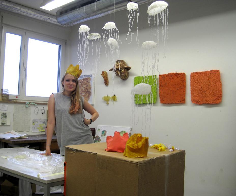 Lisa Jäger in ihrem Atelier, 2012, © Paulina Mandl