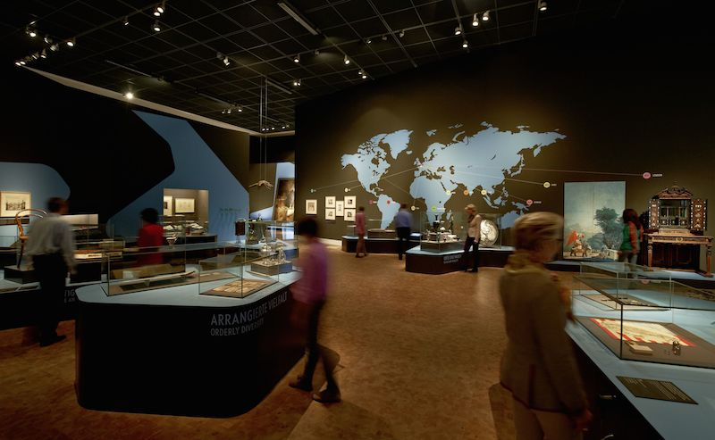 Ausstellung Wege in die Moderne, Blick in den Bereich Weltausstellung © GNM Nürnberg