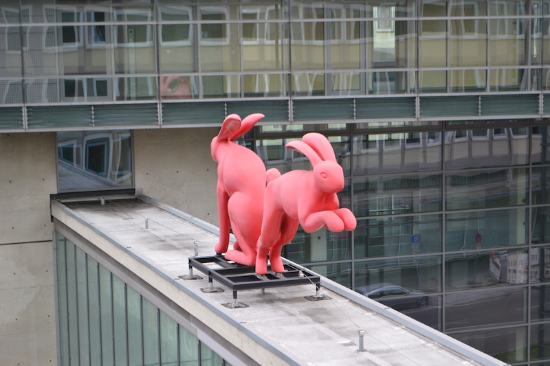 Hasen auf dem Übergang der N-ERGIE, Fürther Straße © Alexander Racz, Kunstnürnberg