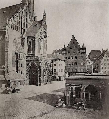 historische Aufnahme der Frauenkirche in Nürnberg, um 1850