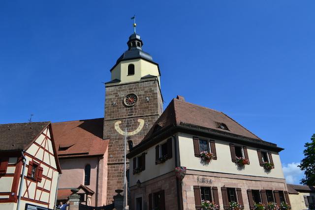 Chorturm von St. Lorenz und das Rathaus von Großgründlach, Nürnberg © Alexander Racz 2014