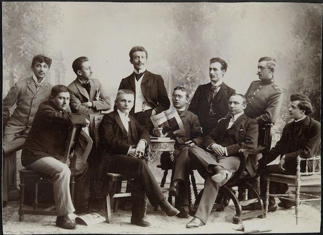 Gruppenbild aus dem Umkreis des Simplicissimus (mit Karl Arnold), 1907, Deutsches Kunstarchiv im Germanischen Nationalmuseum, Nürnberg
