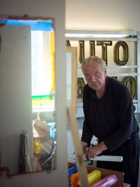 Porträtaufnahme von Reiner Bergmann in seinem Atelier. © Kunstvilla im KunstKulturQuartier, Nürnberg, Foto: Stephan Minx, Nürnberg