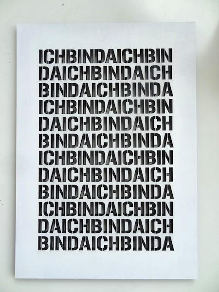 """Sarah Erath, """"Ich bin da"""", 2014, MdF, Lack, Laserschnitt, 42 x 29,7 cm"""