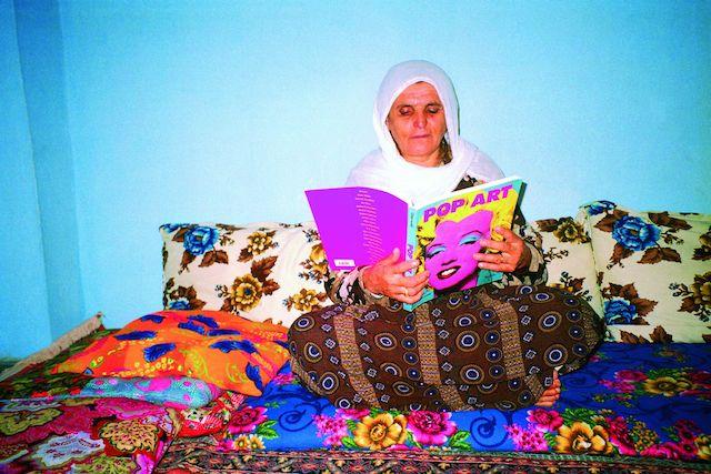 My mother likes pop art because pop art is colourful, 1998 C-Print, 100 x 150 cm, Courtesy the artist und Pilot, Istanbul. 25.10.2014, Größe: 2278 KB, Format: JPG