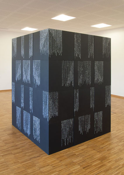 "Ute Bernhard, ""one by one the words find a home in my heart"", 2014, 36 Würfel, Acryl auf Holz (Schrift ), 200 x 150 x 150 cm"