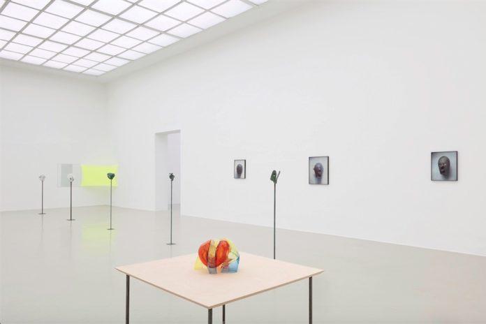 Kunstverein Hannover, Jean-Luc Moulène, Raum 3