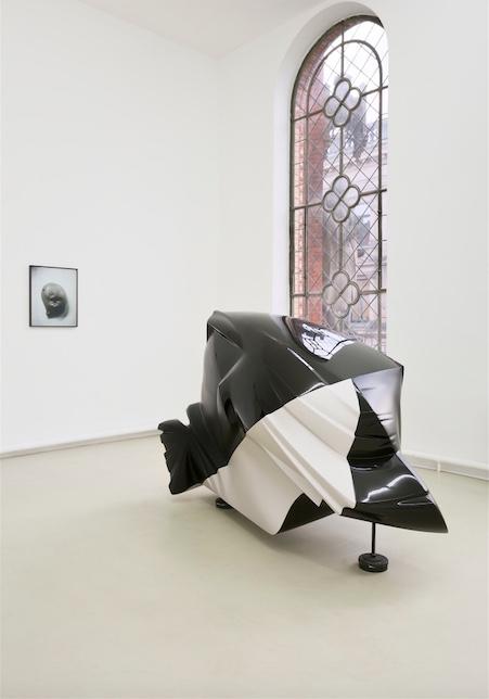 Jean-Luc Moulène Installationsansicht Kunstverein Hannover, 2015, Raum 1, Foto: Raimund Zakowski