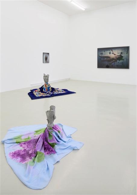 Jean-Luc Moulène Installationsansicht Kunstverein Hannover, 2015, Raum 2, Foto: Raimund Zakowski