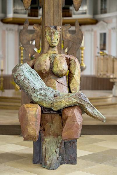 Dietrich Klinge: Pietà a Lepp, Bronze, 2013, 3 Exemplare, Höhe 189cm, Foto: Dietrich Klinge und Martin Frischauf