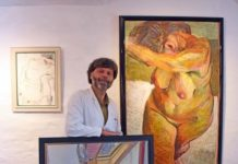 Diego Bianconi vor zwei Werken Grützkes, Foto: Robert Schmitt
