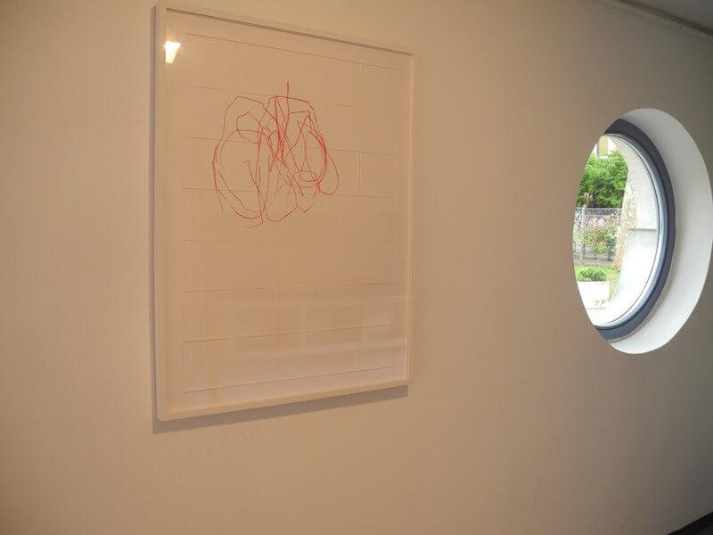 Katharina Hinsberg, gitterrot, Biennale der Zeichnung 3 im Galeriehaus Nord in Nürnberg