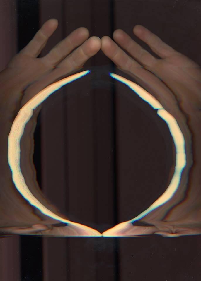 Monika Gropper: Giottos O, 2.0 Zeigefinger auf Scanner, Pigmentdruck 140 x 100 cm, © the artist