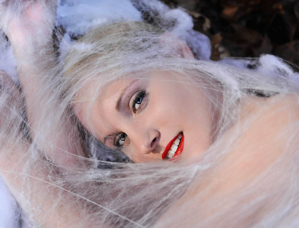 Forest Ghost, 2014, Accessoires/ Köstüme: Mariella Fasone, Nikon D1X, © Mariella Fasone