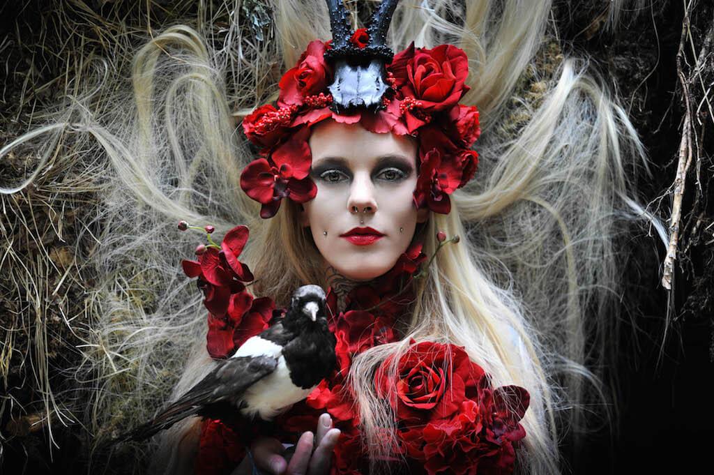 The red Queen ,2015, Accessoires/ Köstüme: Mariella Fasone, Nikon D1X, © Mariella Fasone