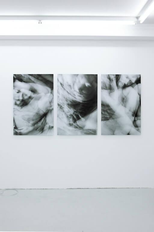 Ausstellungsansicht, Schlaf, Triptychon, © Steve Braun