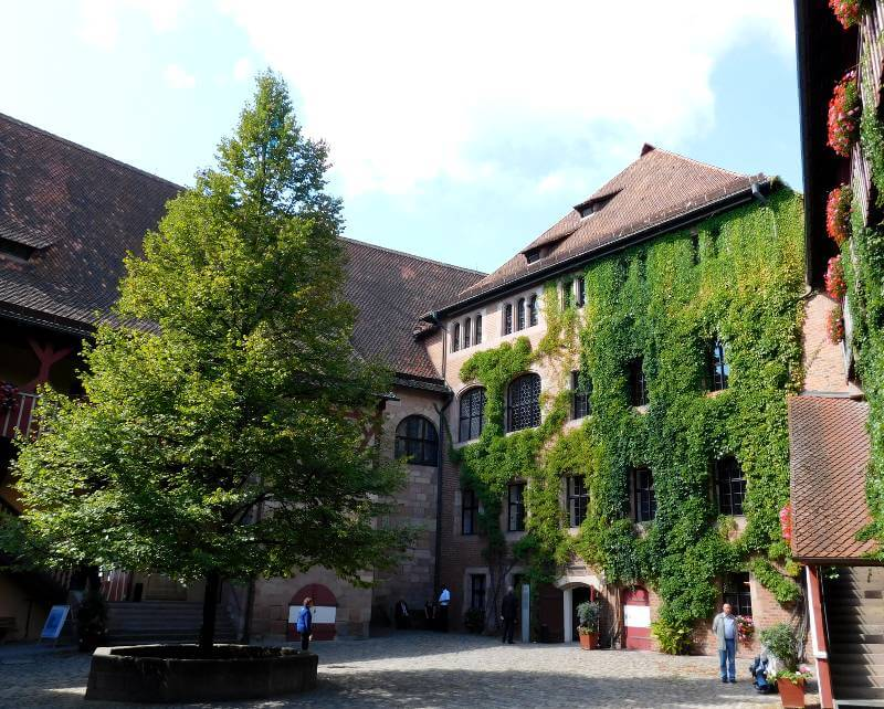 Kemenatenbau im Inneren Burghof der Kaiserburg Nürnberg, Foto: Alexander Racz
