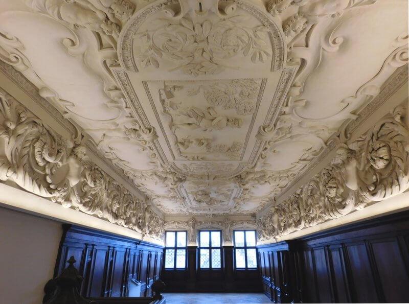 Fembohaus, Stuckdecke von Carlo Brentano, Bildnachweis: Museen der Stadt Nürnberg, Stadtmuseum, Foto: Alexander Racz