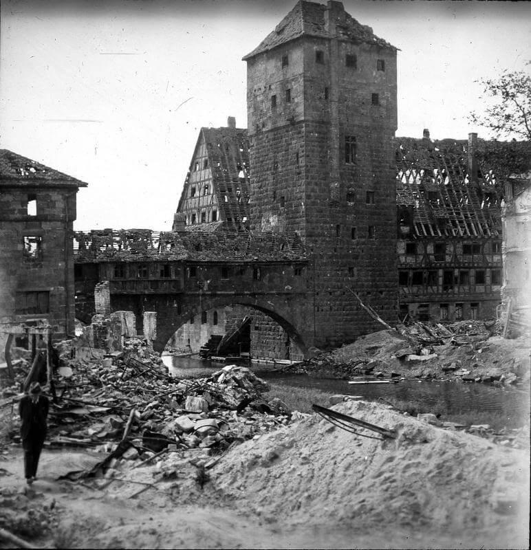 Bombardierter Weinstadel, Wasserturm und Henkersteg
