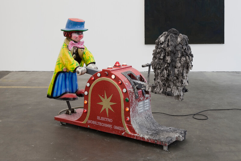Beni Bischof: Die Poesie einer Amöbe am Himmel, 2010 Styropor, Acryl, Gouache, eingefärbter Gips, Unterhaltungsgerät 120 x 140 x 45 cm