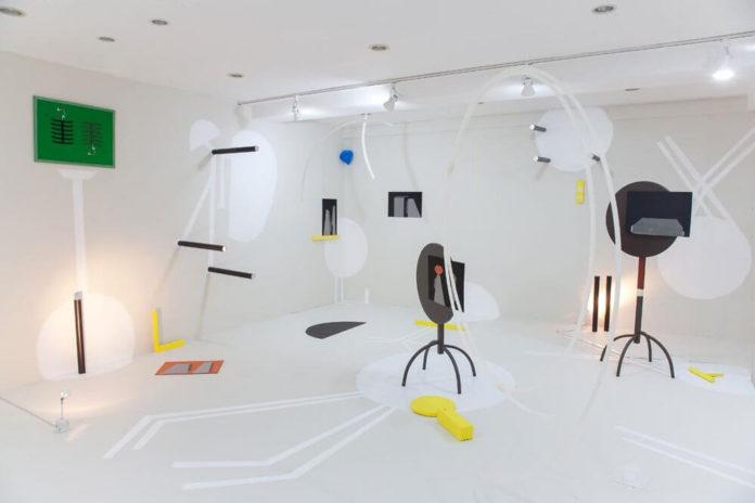 Escaping the Mundane (Psychogeographies II)   Installationsansicht Galerie UNOFFICIAL PREVIEW   Seoul, South Korea   Raum: 6m x 5m   verschiedene Werke und Materialien   2016   Fotografie von Jung Hyun Kim.