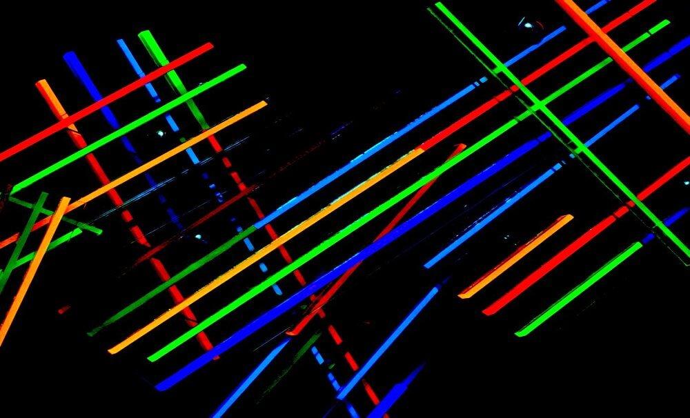 Selcuk Dislek: Mobile Struktur, Fluoriszierendes Plexiglas, 2016