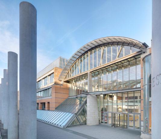 Haupteingang des Germanischen Nationalmuseums in der Kartäusergasse 1 Foto: Dirk Messberger