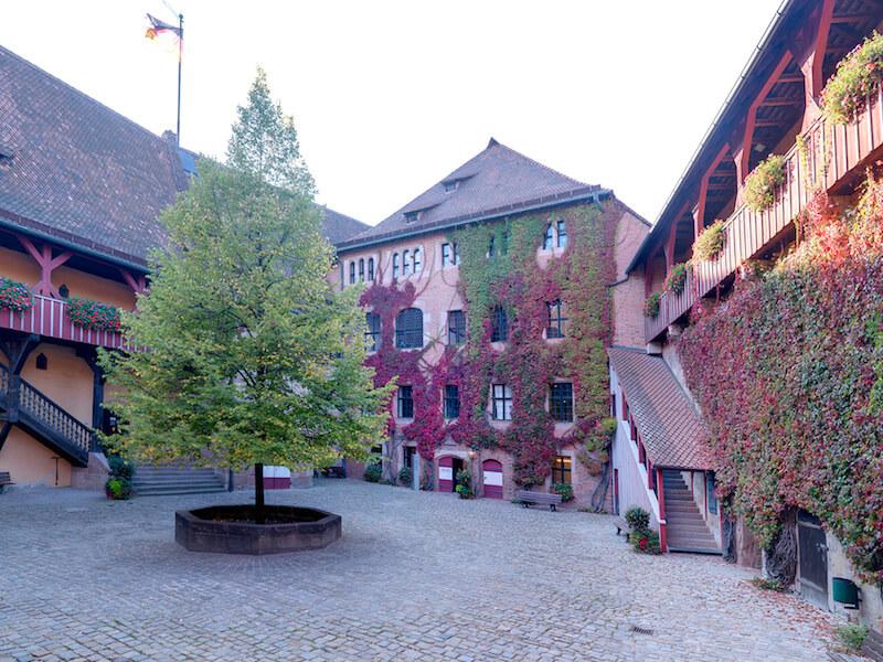 Das Patrizierschloss Neunhof in Kraftshof vor den Toren der Stadt Nürnberg, Außenstelle des Germanischen Nationalmuseums Foto: Dirk Messberger