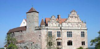 Cadolzburg, Fassade mit Renaissancegiebel © Bayerische Schlösserverwaltung
