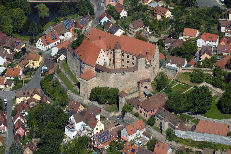 Luftaufnahme der Cadolzburg, Foto: Nürnberg Luftbild, Hajo Dietz © Bayerische Schlösserverwaltung