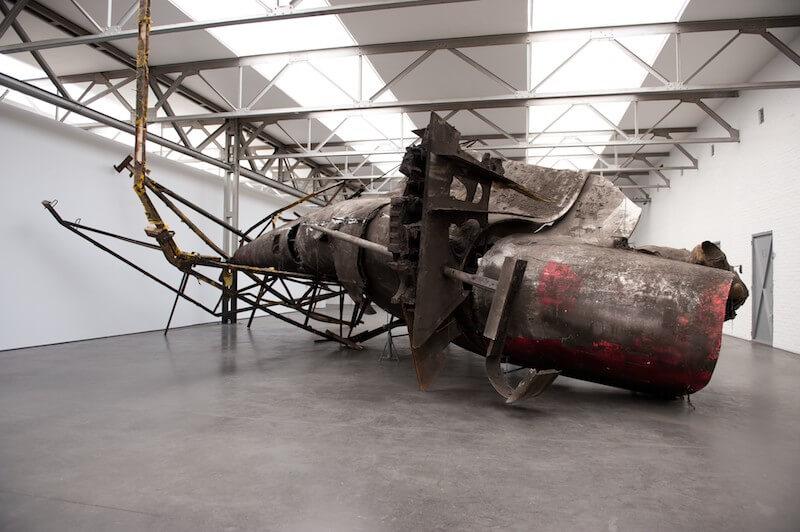 """Peter Buggenhout, """"What the fuck… (Maison Rouge piece)"""", 2010 Installationsansicht De Pont Museum, Tilburg (NL) · © Dirk Pauwels"""