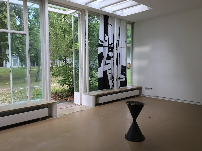 Klasse Prof. Michael Hakim, leerer Klassenraum, Jahresausstellung 2017, AdBK Nürnberg, Foto: Kunstnürnberg