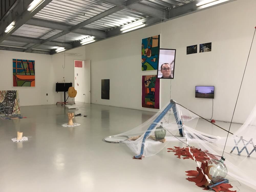 """Going Headless"", Kuration Gastprofessorin Övül Ö. Durmuşoğlu, Ausstellungshalle AdBK Nürnberg 2017, Jahresausstellung"