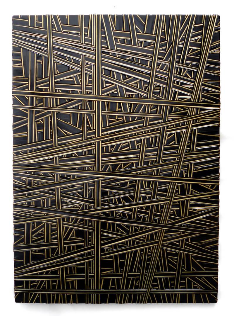 Pablo Lira Olmo, Gummibänder und Goldfarbe auf Holzplatte, 100 x 70 cm