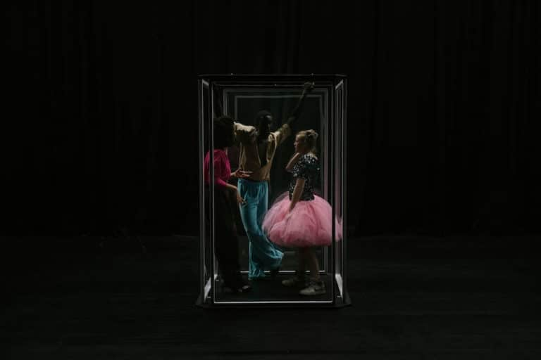"""My own secret bubble. A Prison."" Stückentwicklung von Andrea Hintermaier"