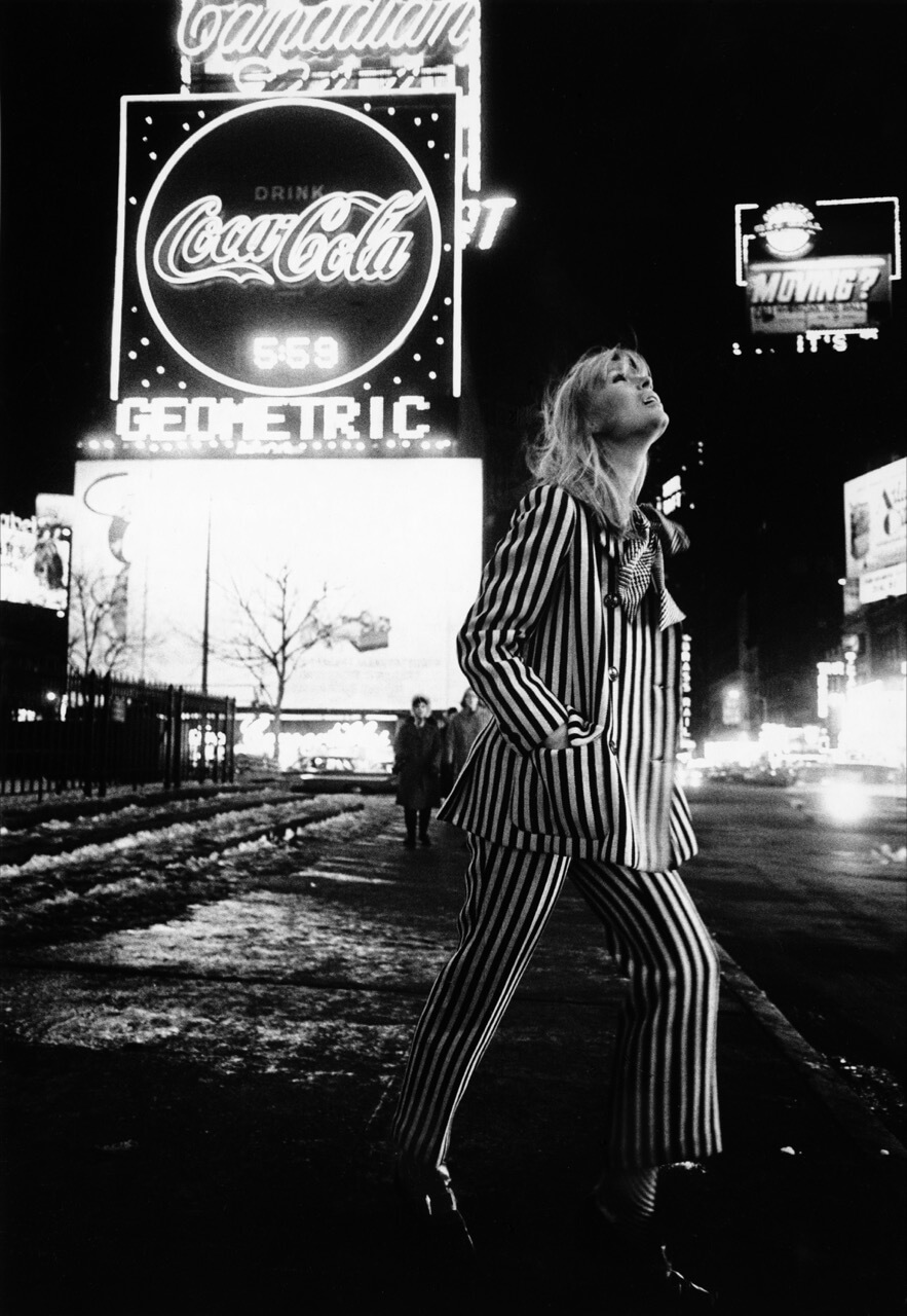 Nico, Times Square, New York, 1965 (Foto: Steve Schapiro)