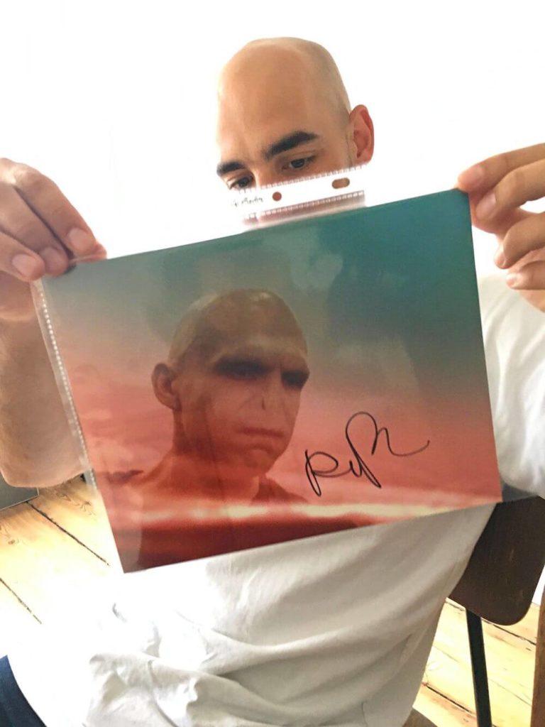"""""""You-Know-Who (autograph)"""", 2019, Marker auf bedrucktem Papier, 20 x 25 cm, Courtesy der Künstler, Galerie Noah Klink und Jürgen Becker Galerie"""
