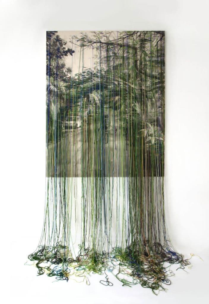 Yucatan, Tusche/Garn auf Leinwand, hängendes Garn, 210 x 130 cm, 2017, © Linda Männel