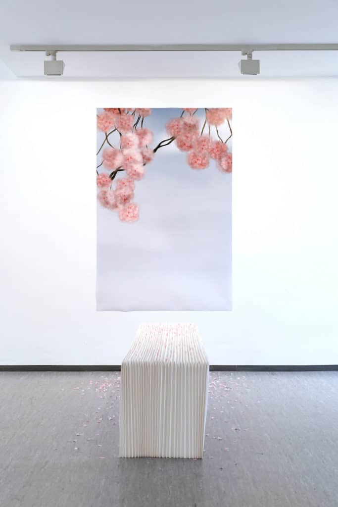 Bank, 2019, Origami, ca. 180x40x45cm, Fotodruck 150x106cm, Foto: Christian Dümmler