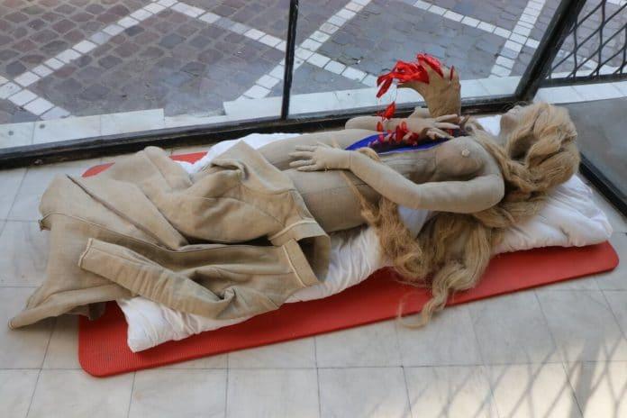 Petra Krischke: Geburt der Venus, Softskulptur, Pigment Leinen Hanf, Füllwatte, 175x50cm, 2018