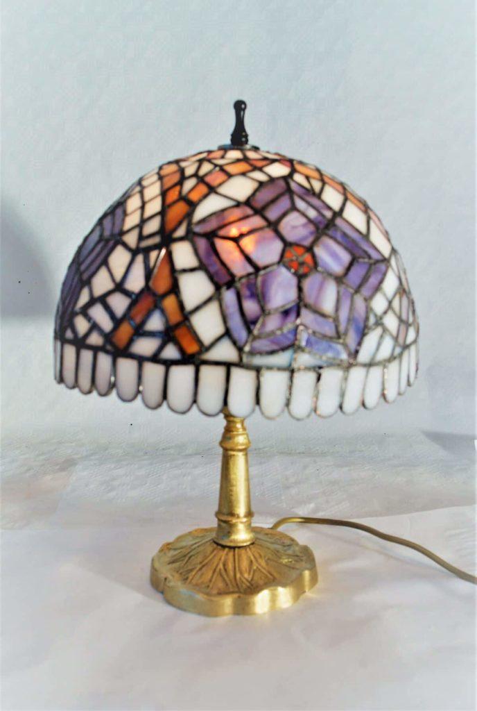 Jari Vassinger, Lampe I (Tiffany), Glas, Metall, 38 cm, Schirmdurchschnitt 28 cm